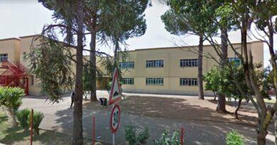 Cornicione scuola Caetani di Latina Scalo: ma la colpa é della pioggia?